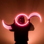 ukázka nástroje buugeng s démonickou maskou